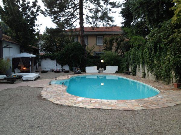 Festa di compleanno salotto della contessa festa - Villa privata con piscina ...